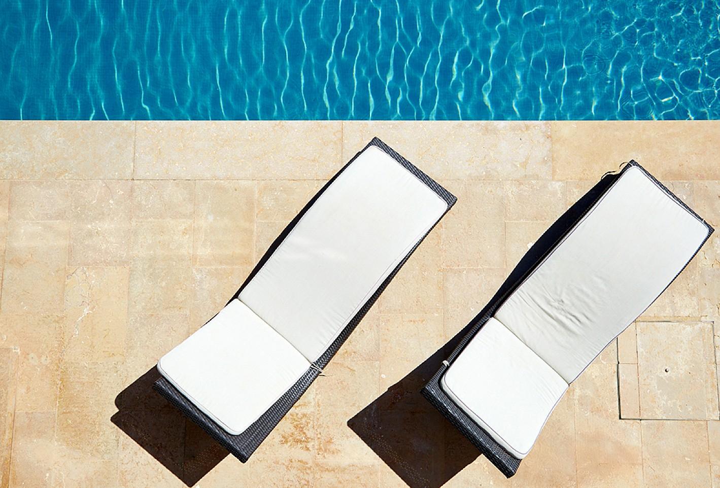 Роскошный бассейн виллы в аренду на Ибице