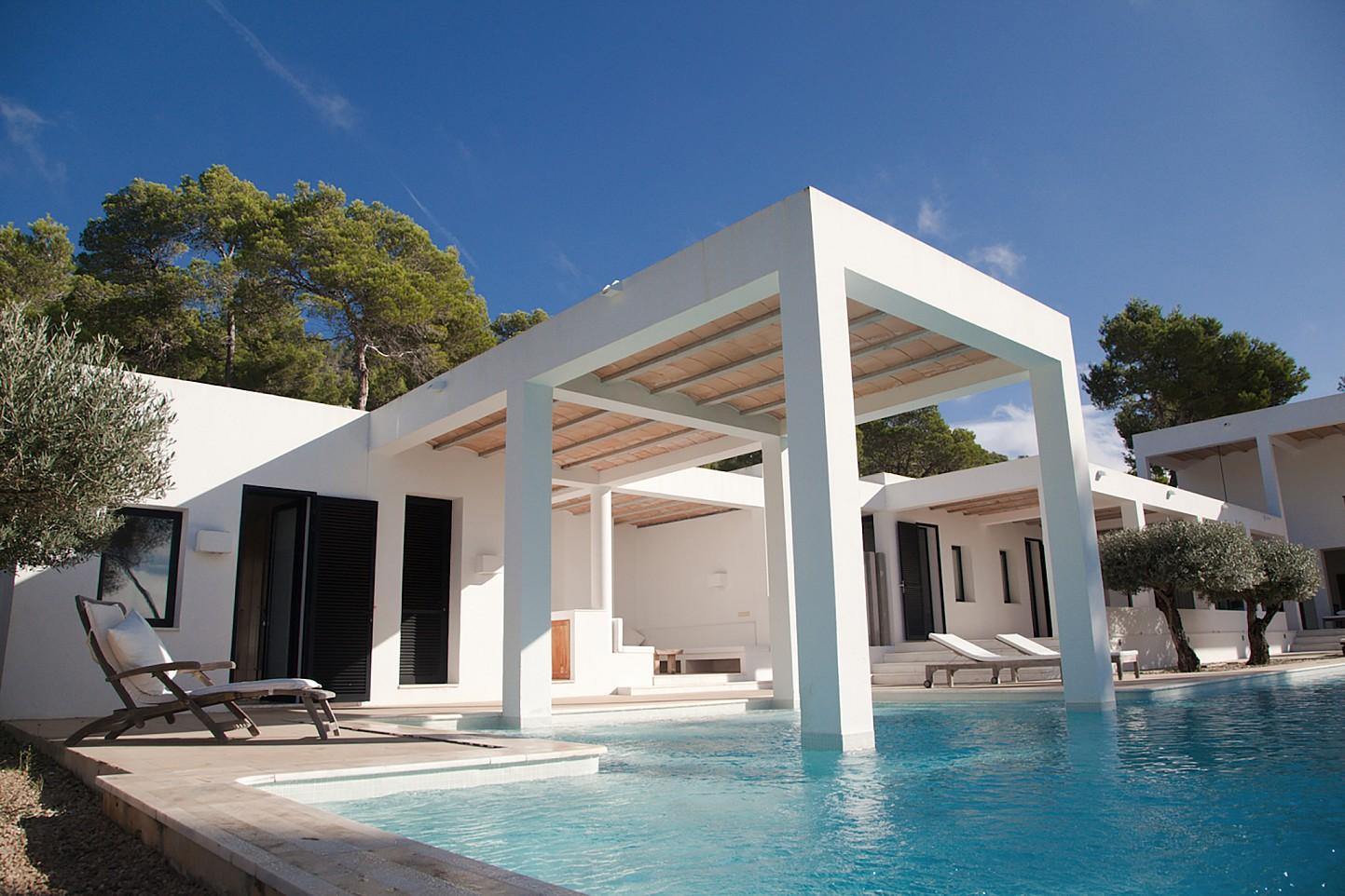Minimalista casa en alquiler cerca de san carlos ibiza for Renta casa minimalista cancun