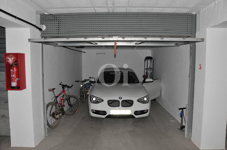 Просторный гараж таунхауса на продажу в Сагаро