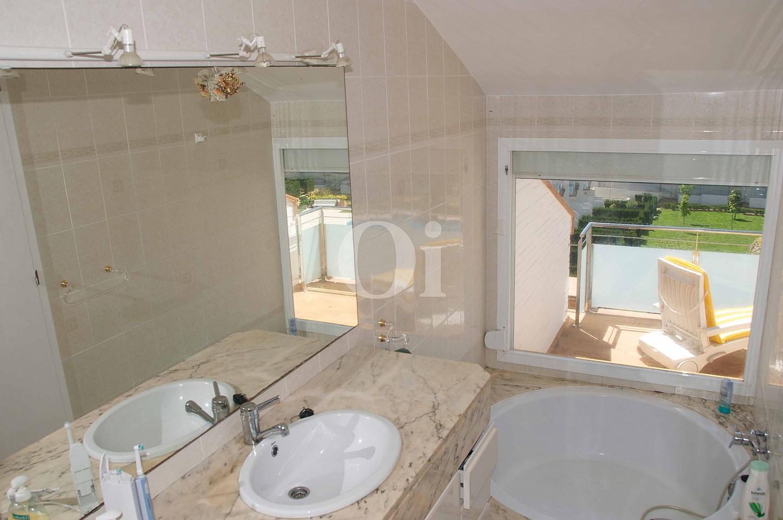 Ванная комната таунхауса на продажу в Сагаро