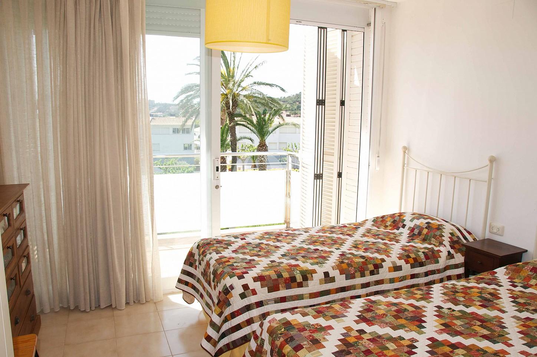 Уютная спальня таунхауса на продажу в Сагаро