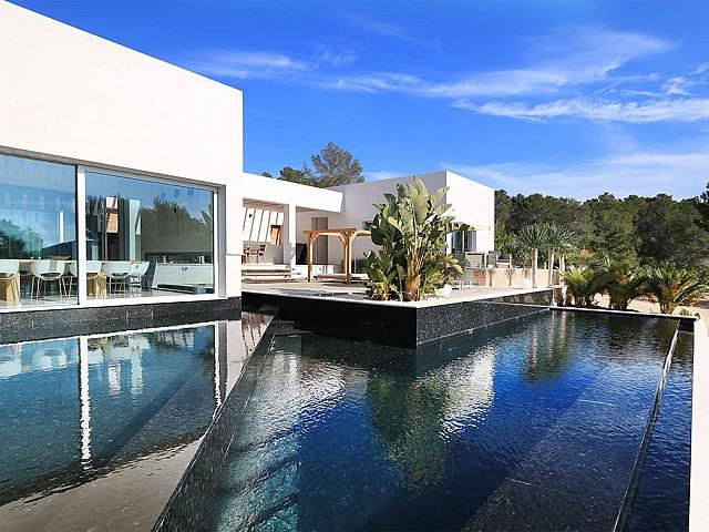 Espectacular villa minimalista cerca de Cala Tarida, Ibiza
