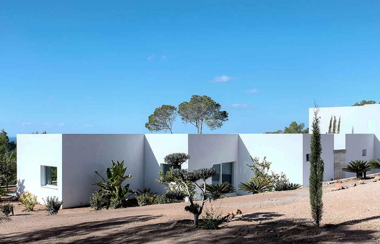Шикарный сад виллы в аренду в Кала Тарида