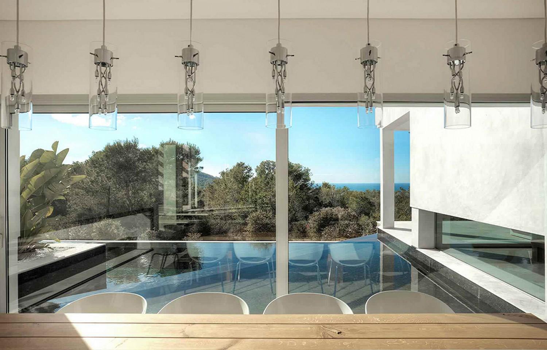 Comedor con acceso y vistas a la piscina
