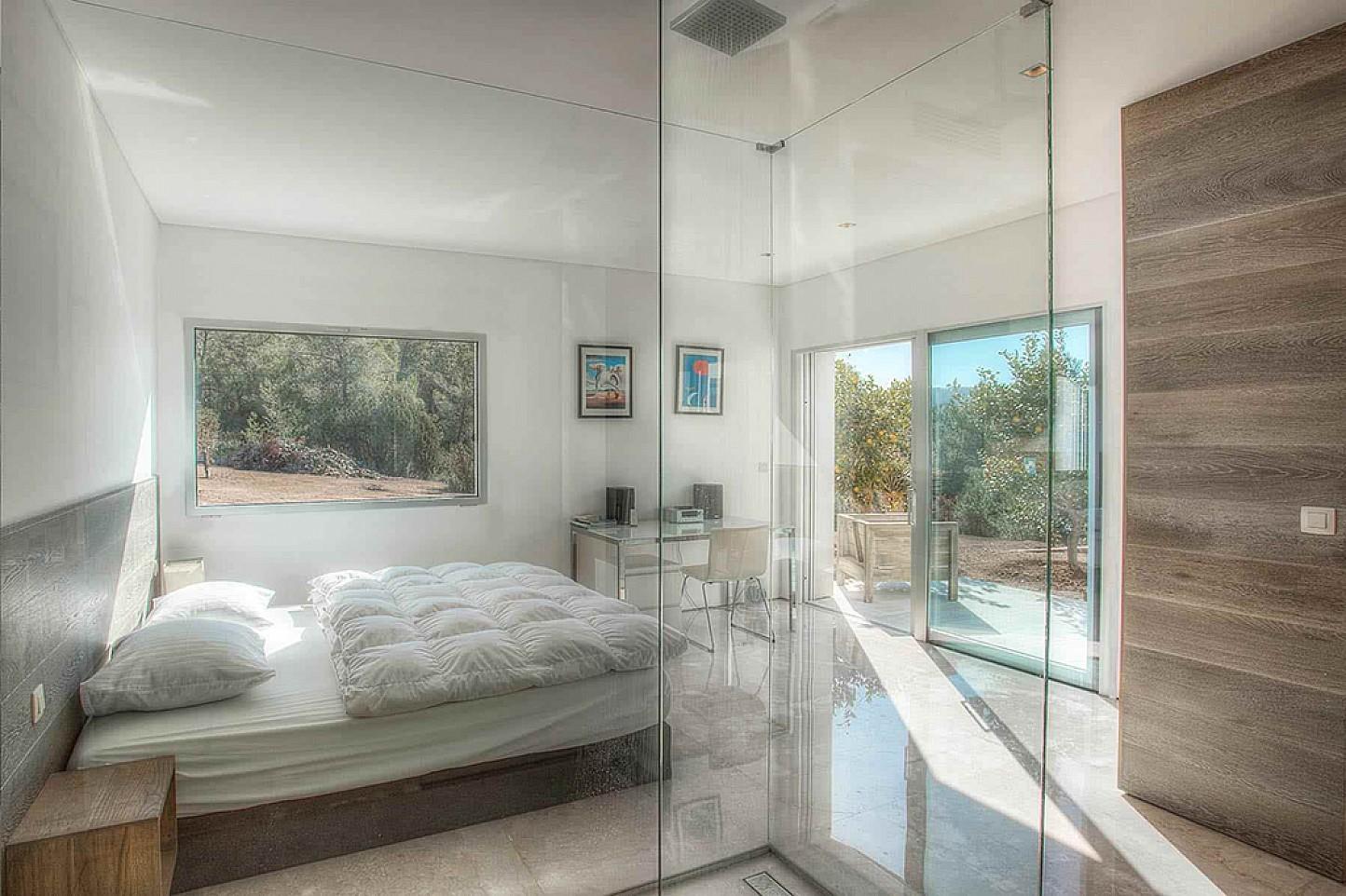Роскошная спальня виллы в аренду в Кала Тарида
