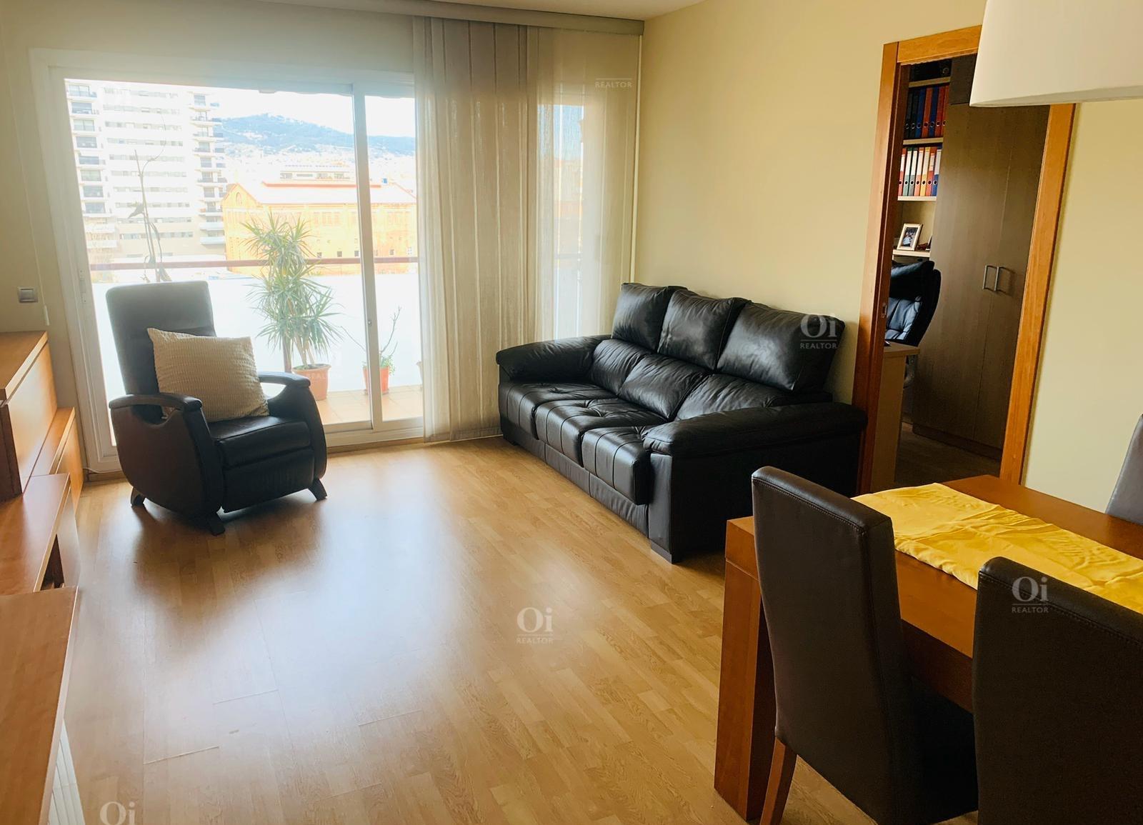 Красивая квартира на продажу в Сантс, Барселона.