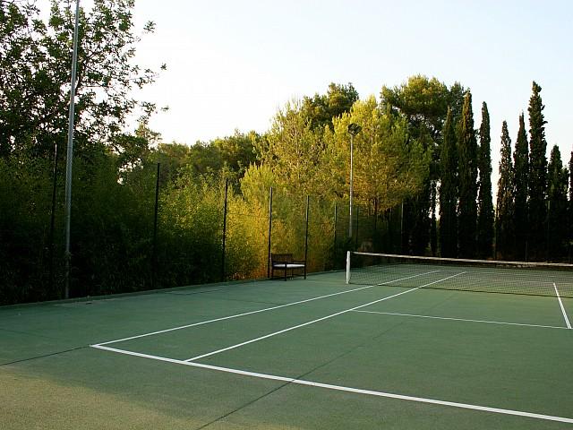 Теннисный корт виллы в аренду на Ибице
