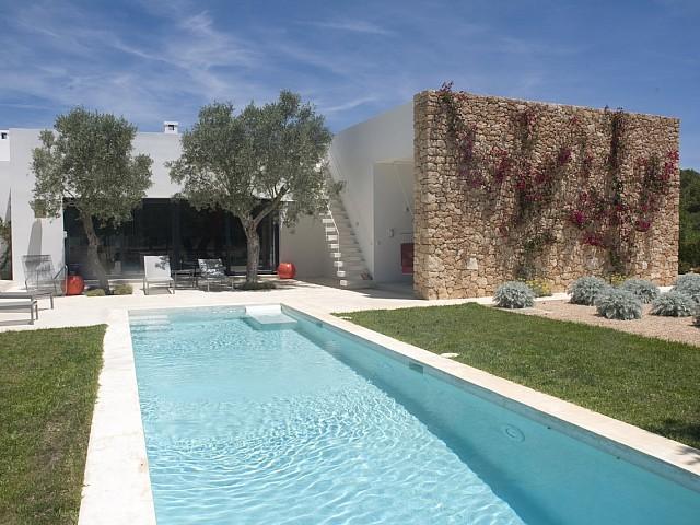 Belle villa minimaliste en location à San Rafael, Ibiza