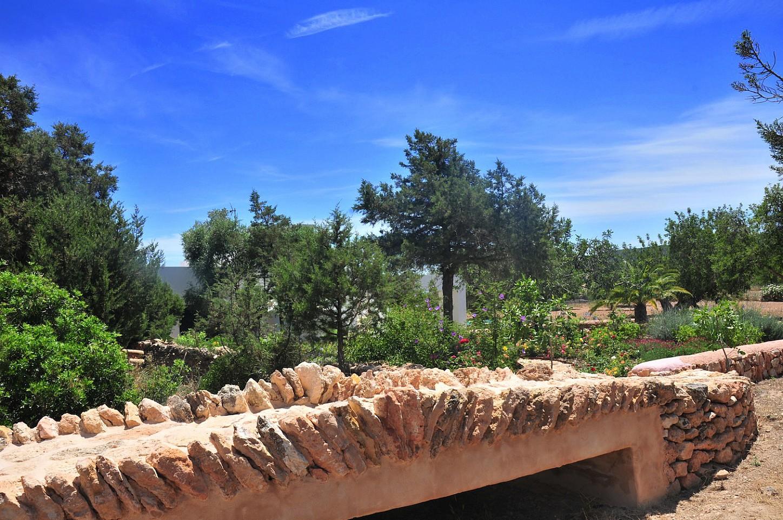 Живописный сад виллы в аренду в Сан Рафаэль
