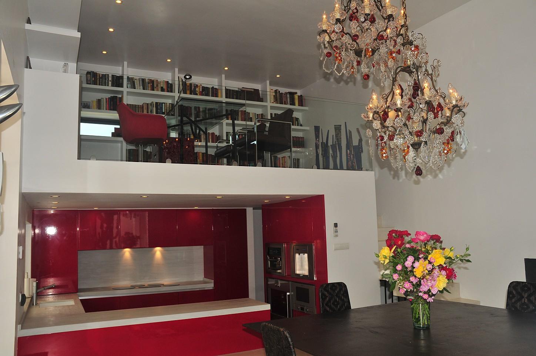 Просторная гостиная виллы в аренду в Сан Рафаэль