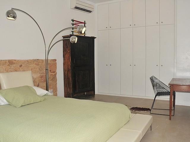 Dormitori 3 amb armaris encastellats