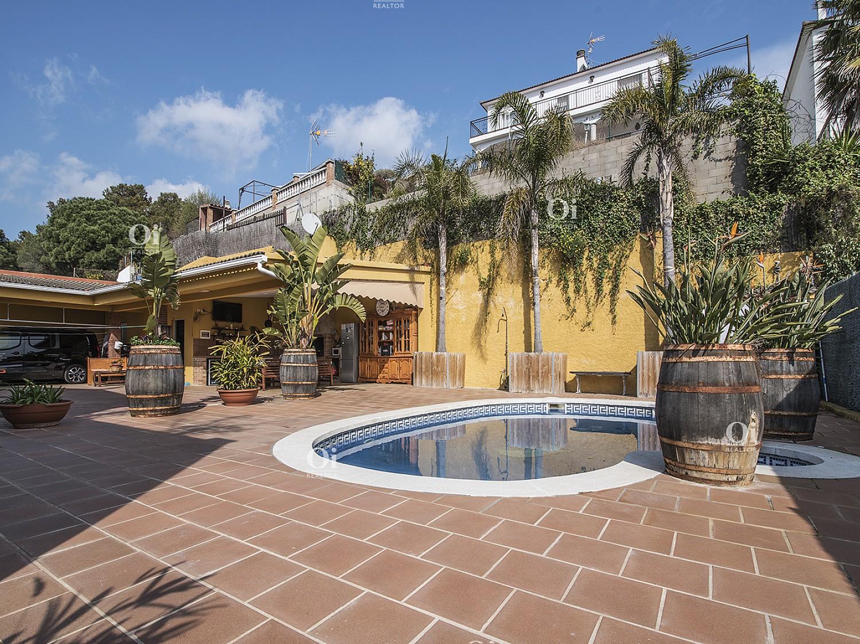 Великолепный дом на продажу в урбанизации Лос Пинарес в Льорет-де-Мар, Коста Брава