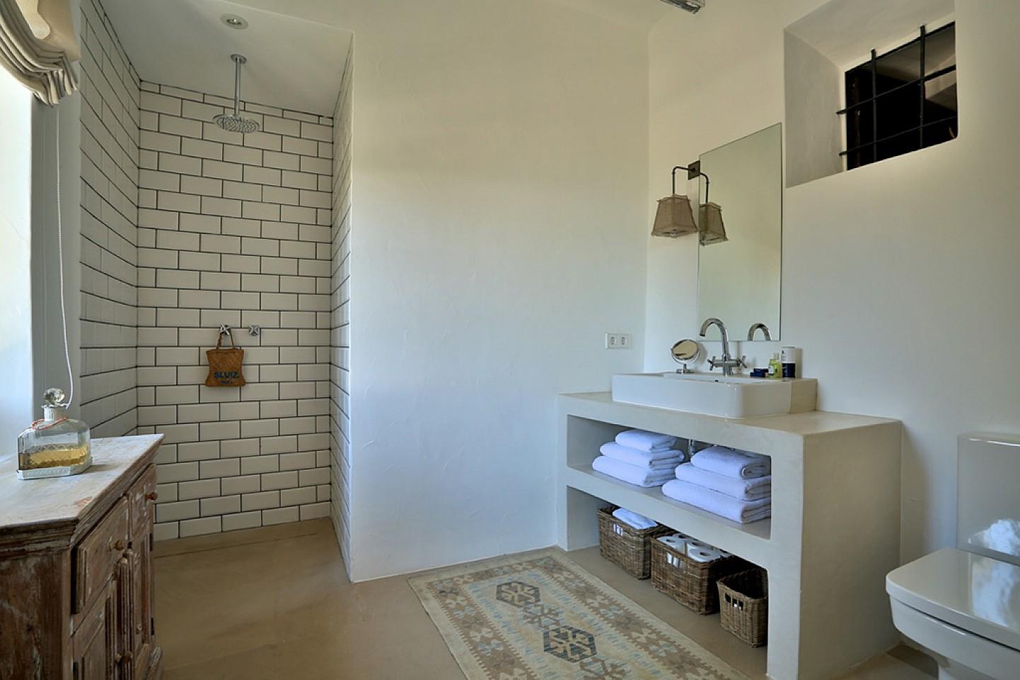 Просторная ванная комната дома в аренду в Санта Жертрудис