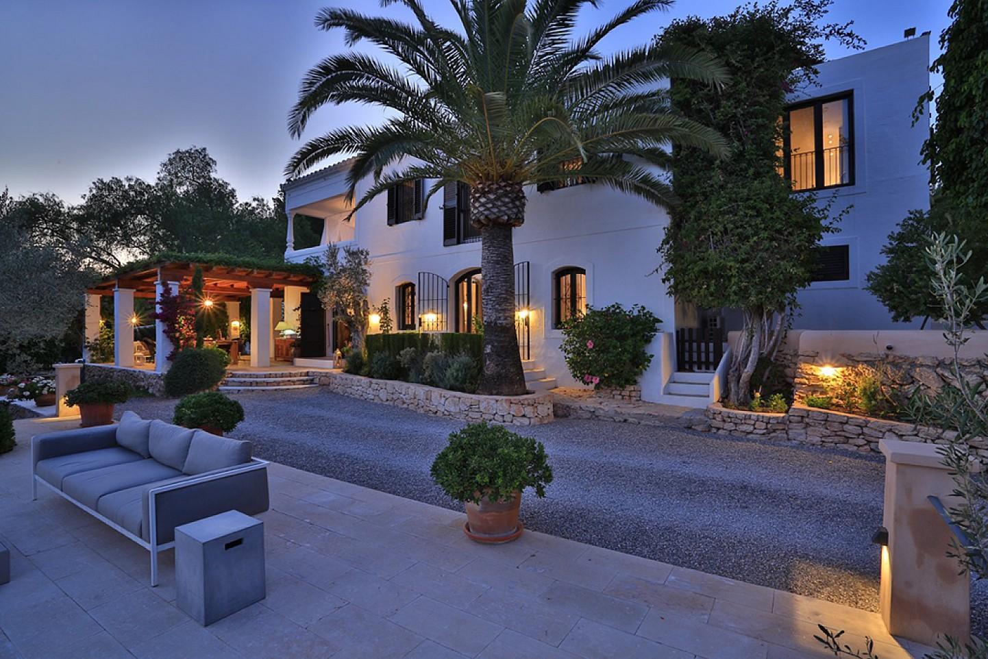 Шикарный сад дома в аренду в Санта Жертрудис