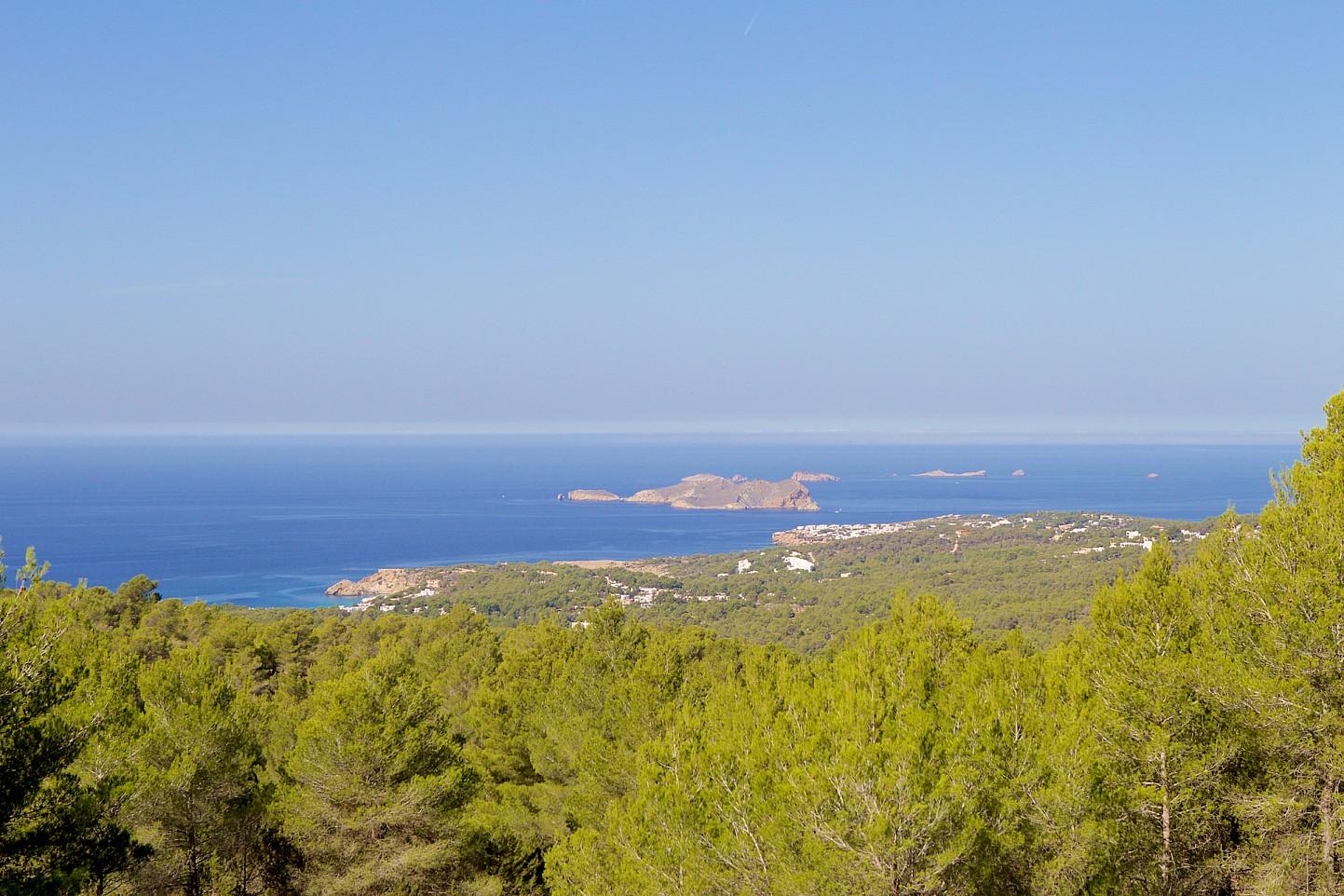 Виды на море из  виллы в аренду в Кала Тарида