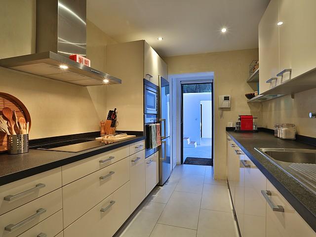 Cocina moderna, amplia y completamente equipada