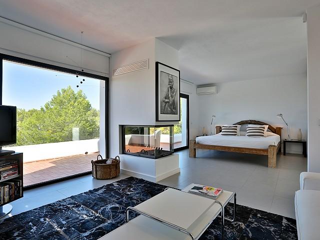 Dormitori 1 amb accés a la terrassa