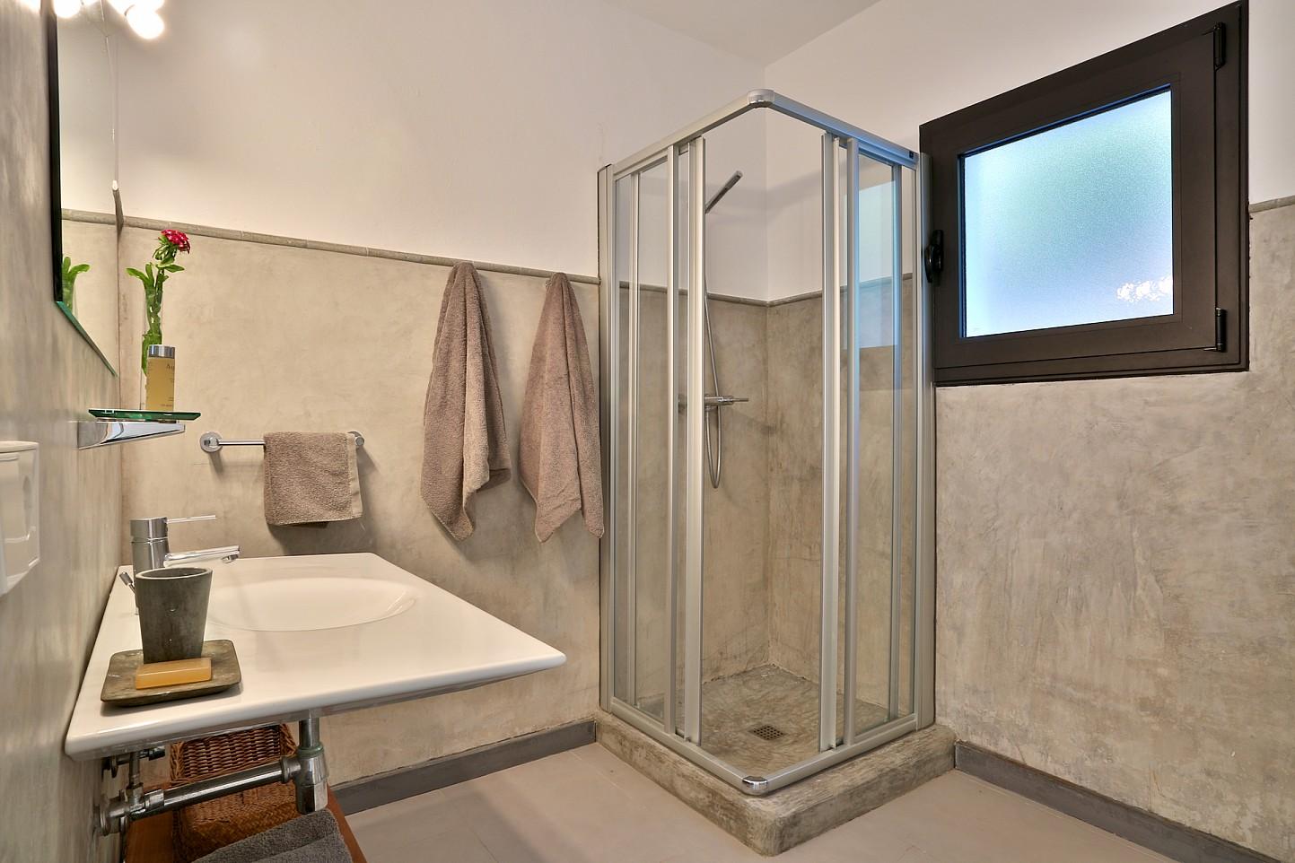 Ванная комната виллы в аренду в Кала Тарида
