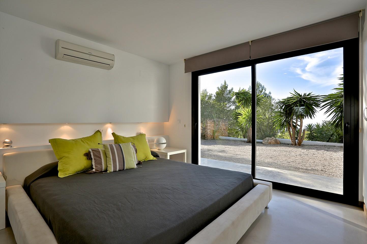 Солнечная спальня виллы в аренду в Кала Тарида