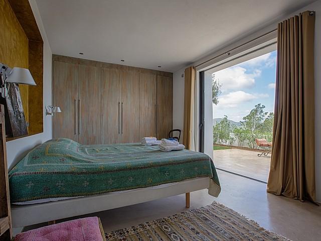 Dormitori 1 amb sortida al jardí