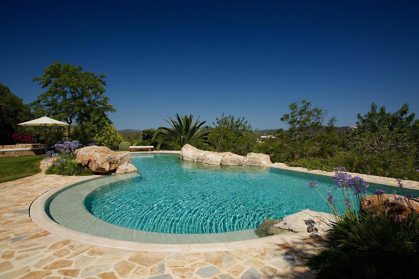 Magnífica piscina de pedra