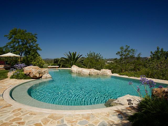 Magnífica piscina de piedra