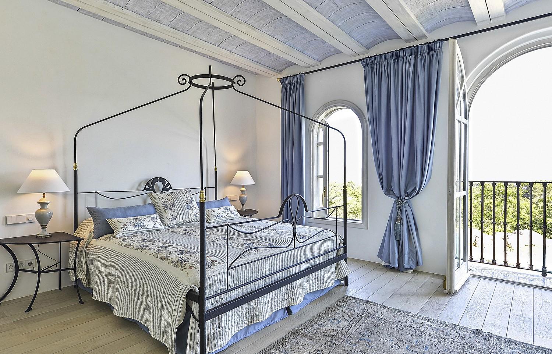 Dormitori amb vistes a l'exterior