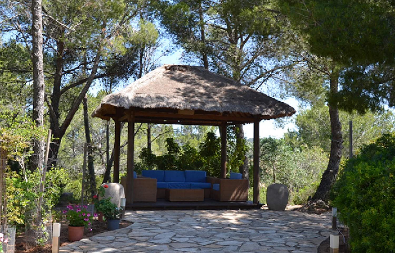 Уютная веранда дома в аренду на Ибице