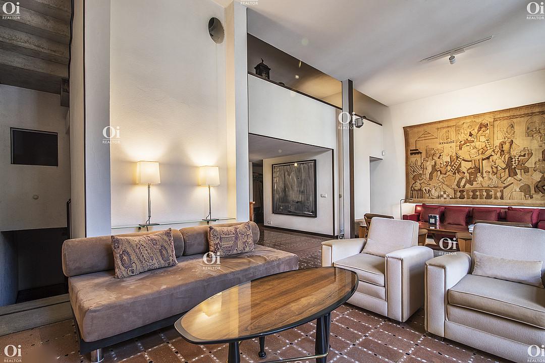Эксклюзивный дом архитектора для любителей искусства на продажу в Сант Жервази, Барселона.