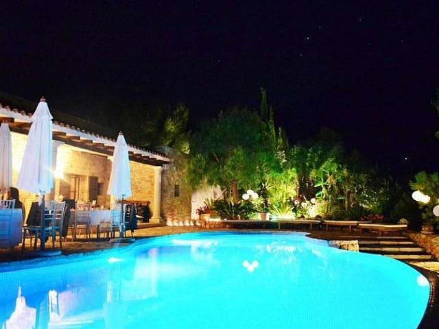 Шикарный бассейн дома в аренду на Ибице