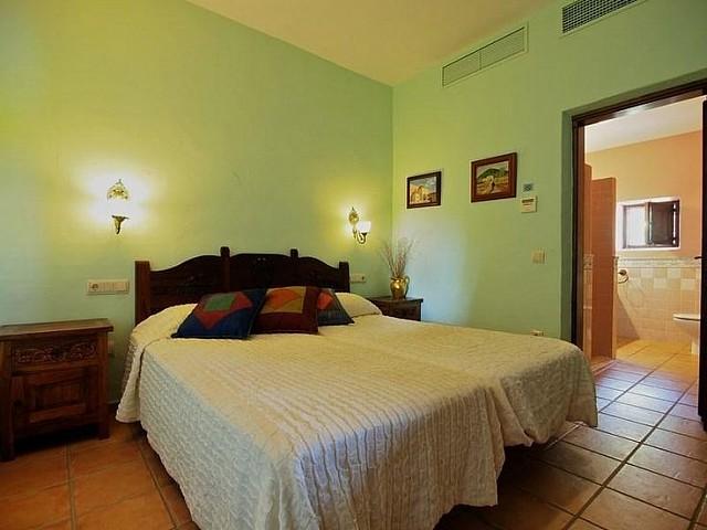Шикарная спальня дома в аренду на Ибице