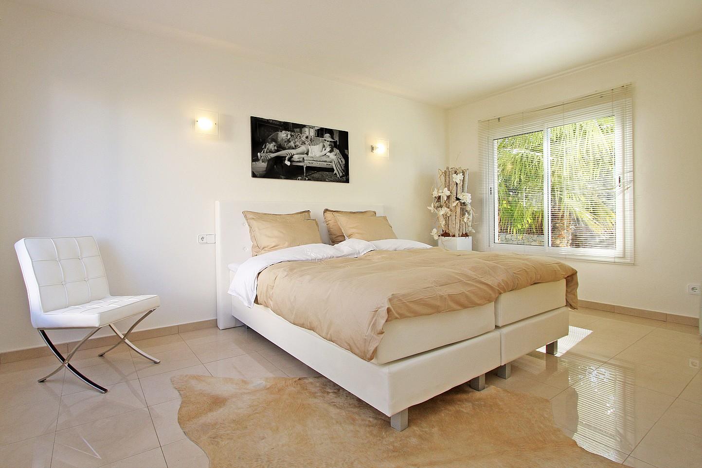 Просторная спальня дома в аренду в Марина Ботафок