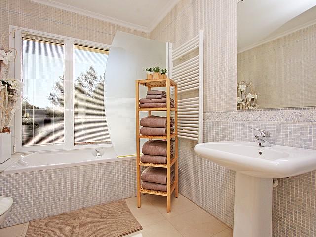 Ванная комната дома в аренду в Марина Ботафок