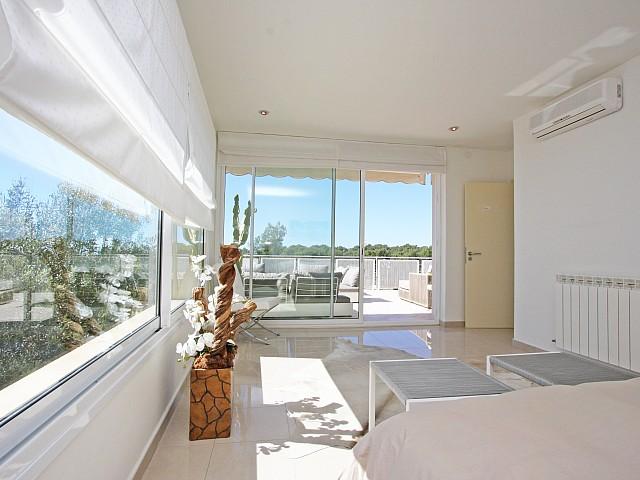 Просторная гостиная дома в аренду в Марина Ботафок