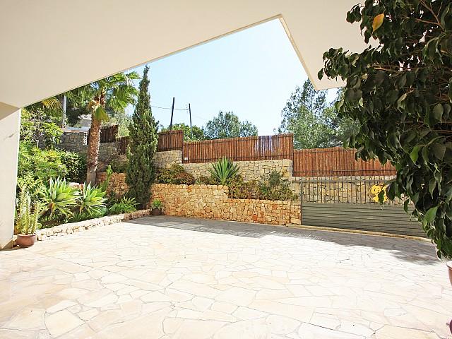Уютная веранда дома в аренду в Марина Ботафок