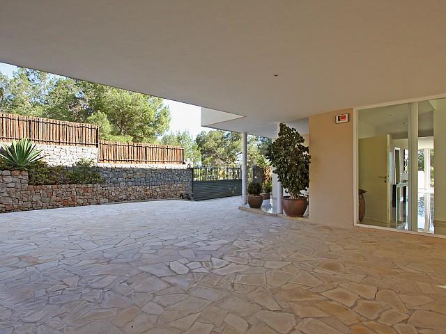 Сад и бассейн дома в аренду в Марина Ботафок