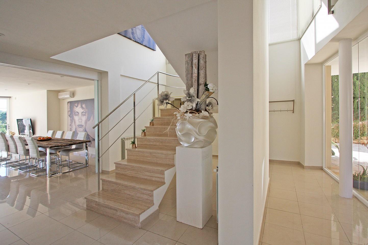 Escaleras de acceso al segundo nivel