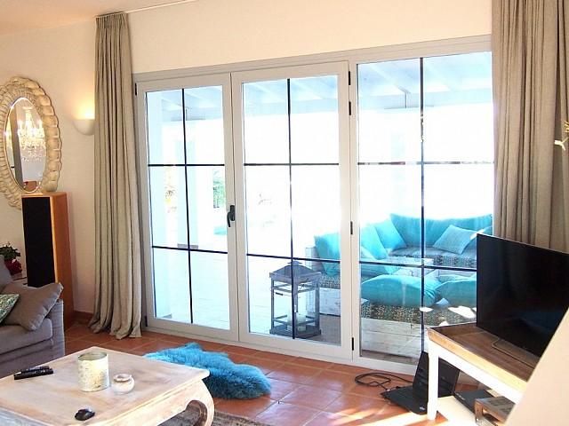 Просторная гостиная дома в аренду в Сан Карлос