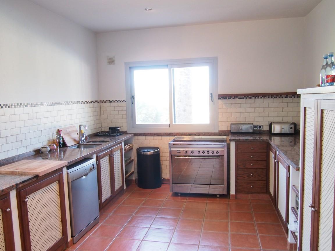 Современная кухня дома в аренду в Сан Карлос