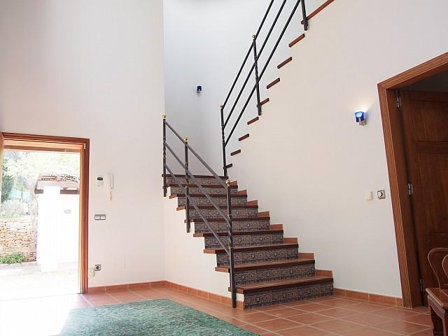 Escaleras de acceso al segundo piso