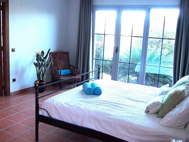 Dormitori 1 amb accés a l'exterior