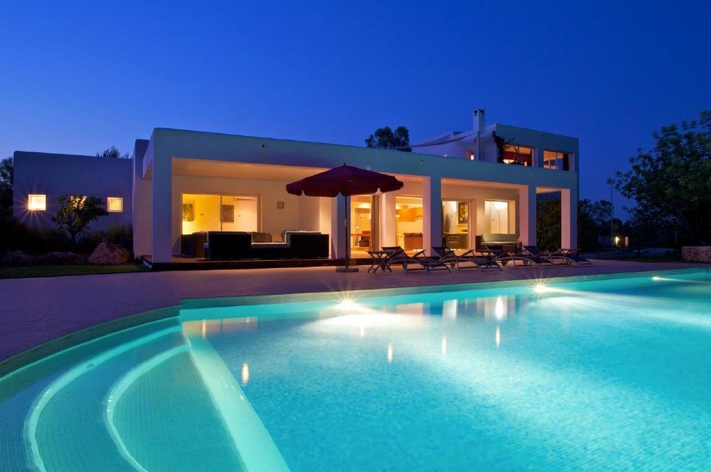 Fantàstica il.luminació de la piscina