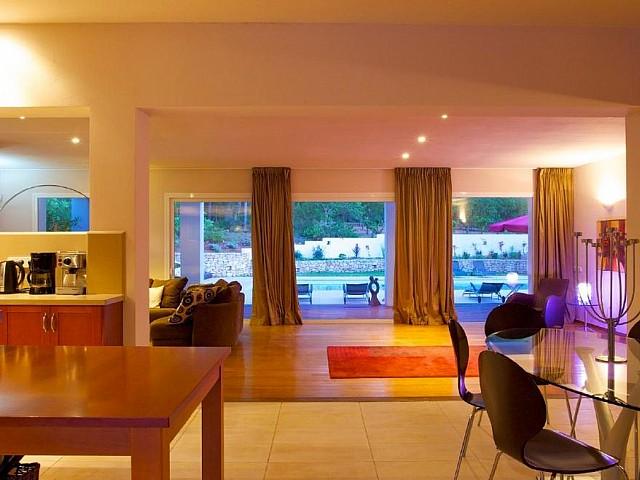 Просторная гостиная виллы в аренду в Санта Жертрудис