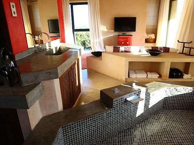 Просторная гостиная виллы в аренду в Эс Кубелес