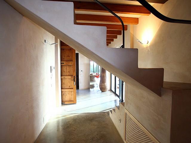 Escaleras de acceso al piso superior