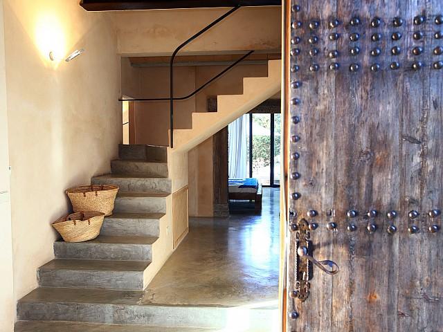 Лестница виллы в аренду в Эс Кубелес