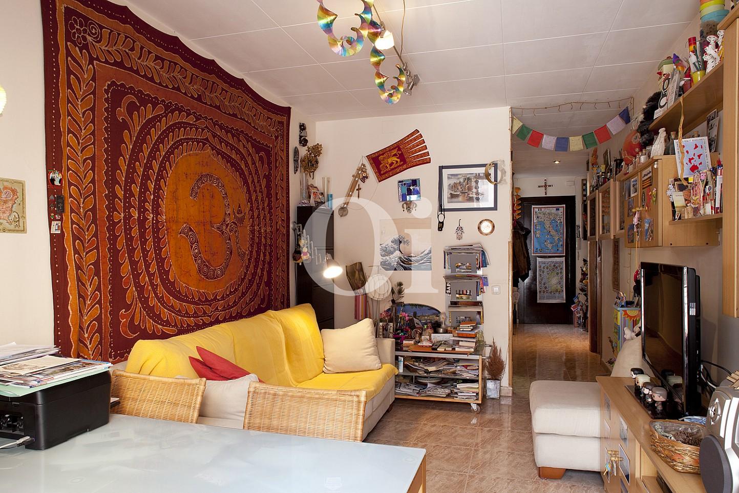 Уютная гостиная квартиры на продажу в Равале