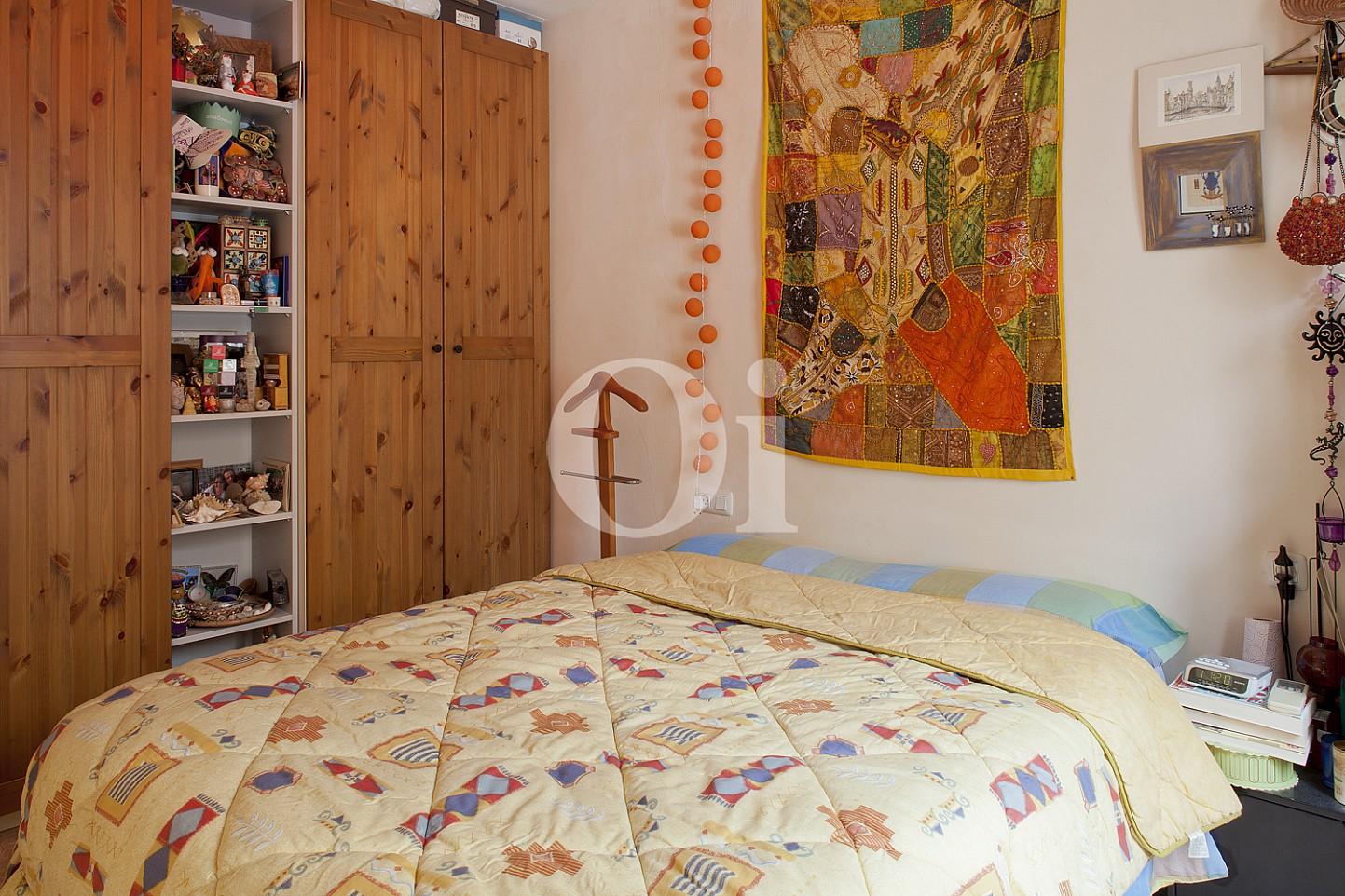 Уютная спальня квартиры на продажу в Равале