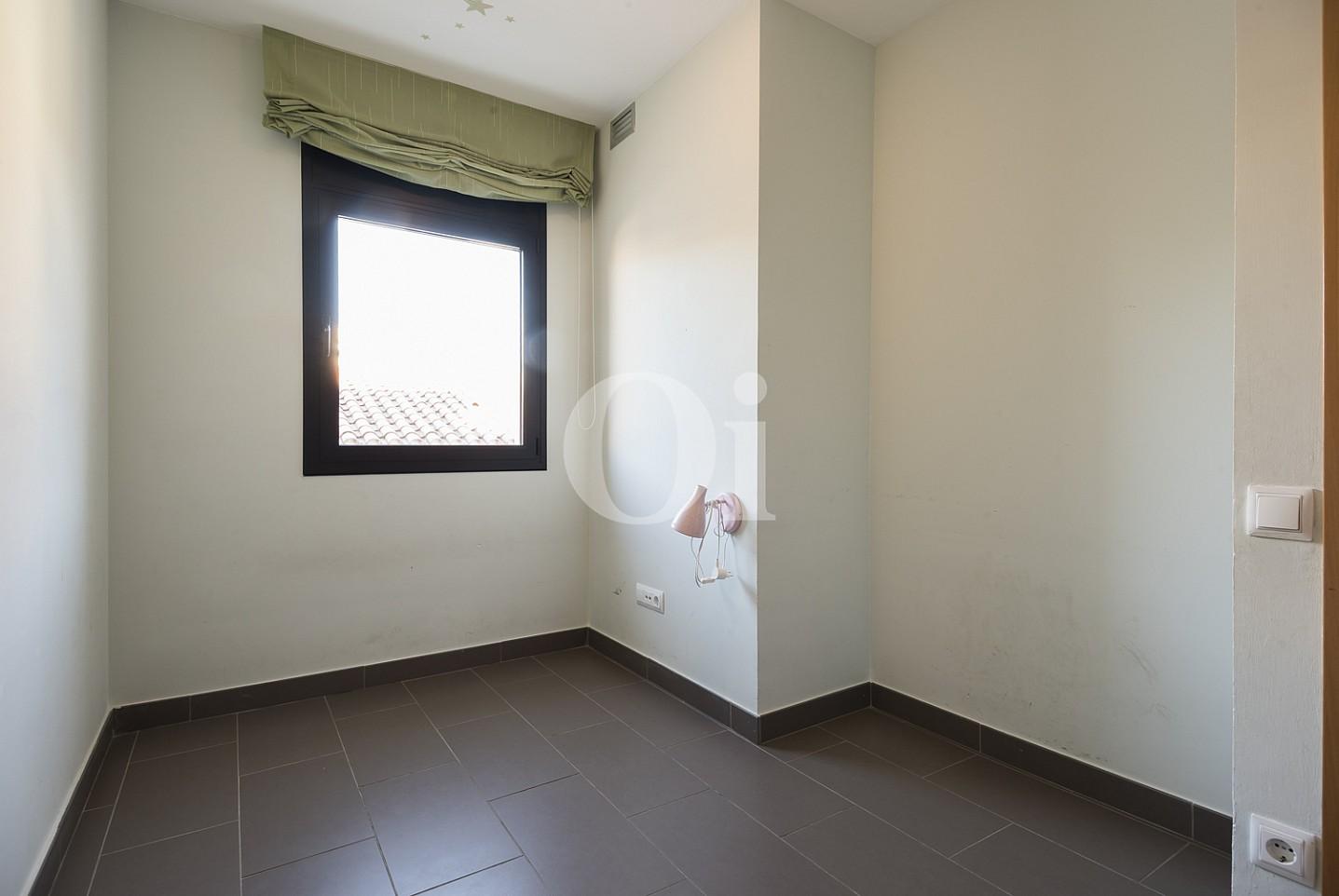Уютная спальня квартиры на продажу в Тиана