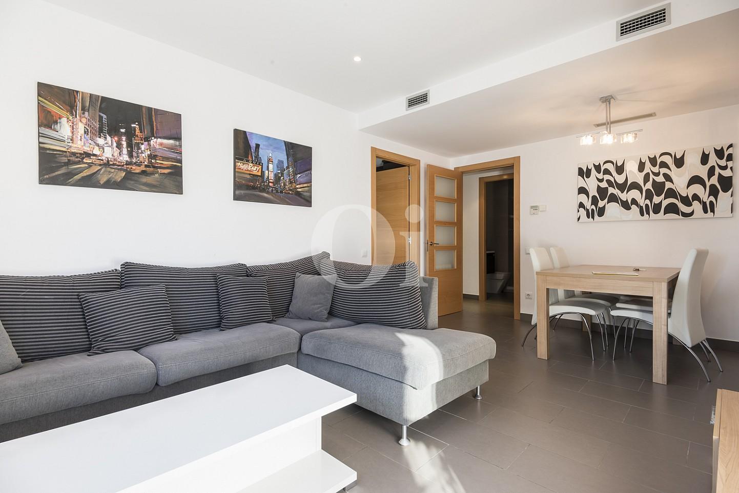 Шикарная гостиная квартиры на продажу в Тиана
